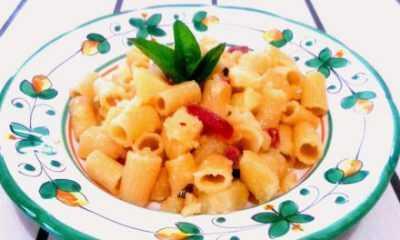 tubettoni-rigati-saltati-con-patate-soppressata-peperoncino-e-basilico2
